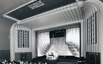 The auditorium with organ at the old Regal Cinema that used to be located along   Bell Street   in Henley.    Photo kindly provided by Henley & District Organ Trust.