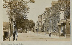 Old postcard of Reading Road, Henley.