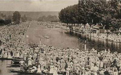 This old picture shows the   River Thames   during the Royal Regatta.