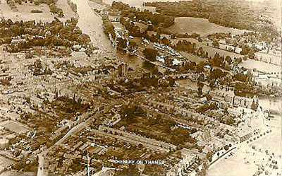 An aerial photo of Henley showing the regatta course.